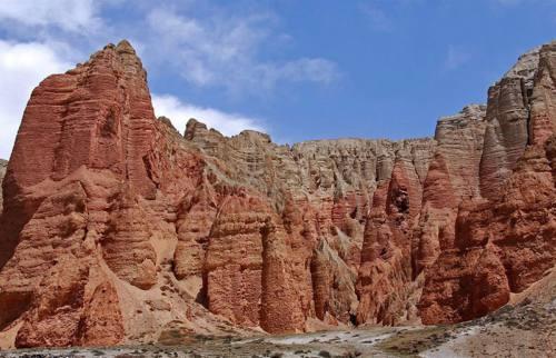 Mustang Gate Trekking